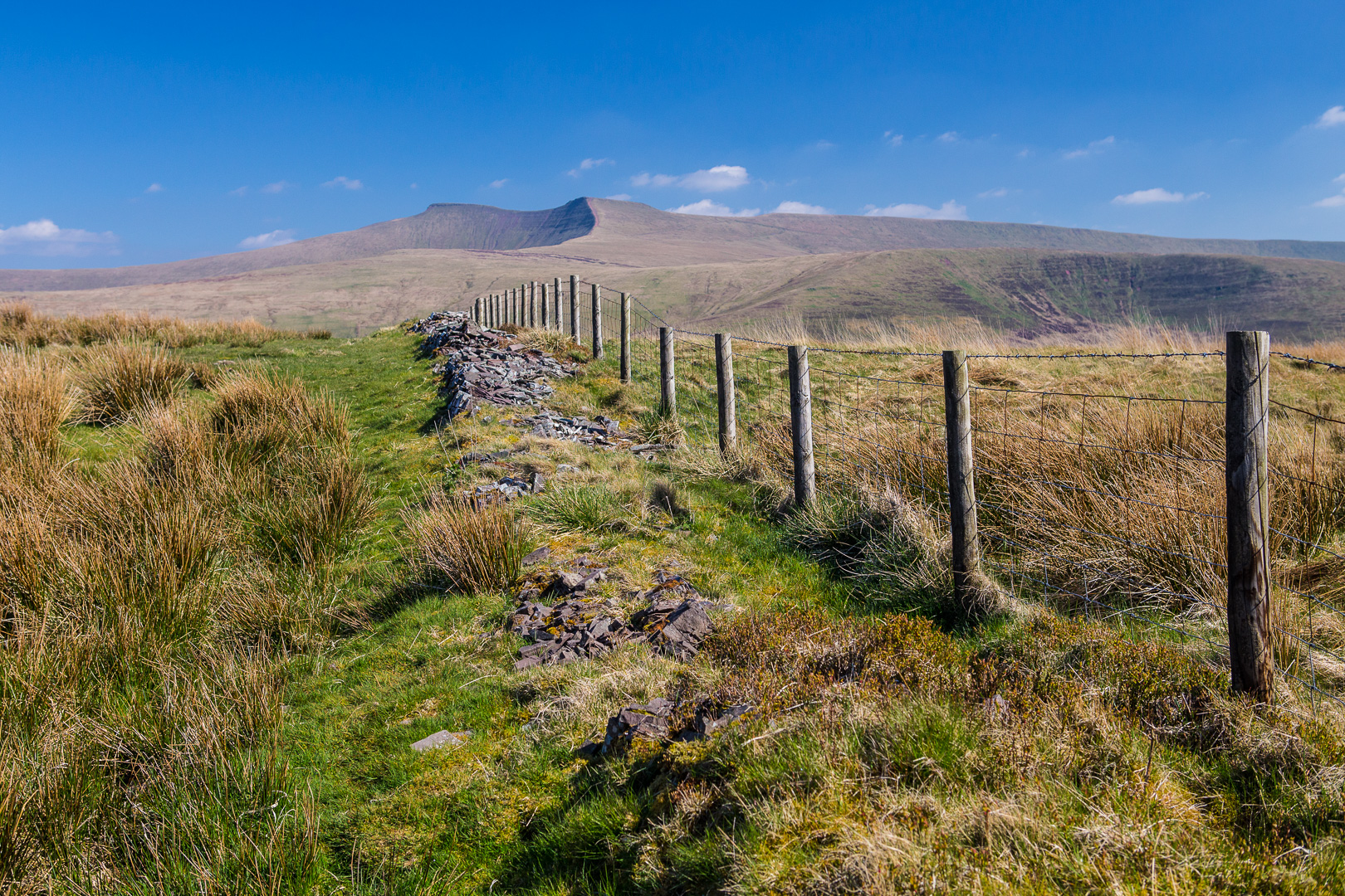 Fence on the path to Fan Frynach